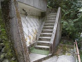 関〜川床への階段