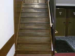 玄関〜和室20畳への階段